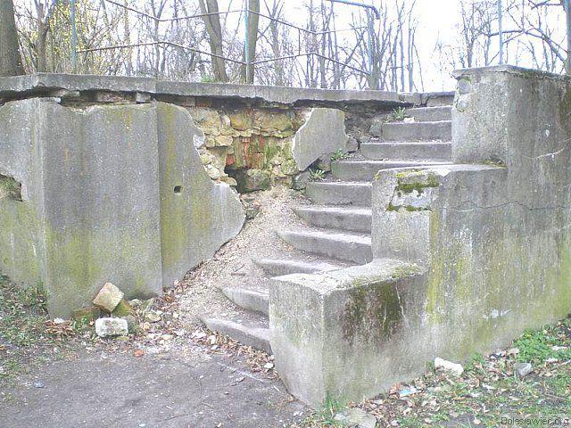 Wejście do parku od ul. Obrońców Helu
