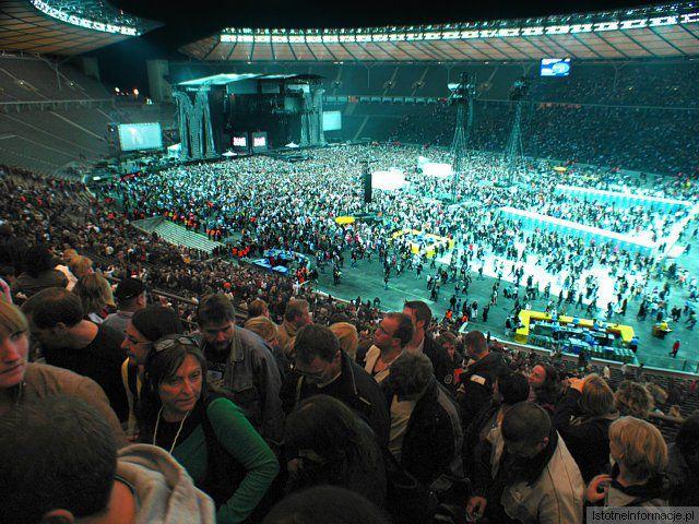 Koncert Madonny - wychodzący ludzie po koncercie