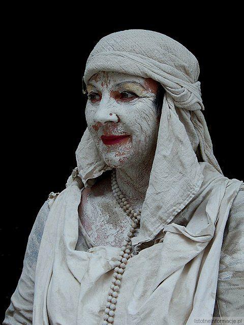 Portret gliniany z-index: 0