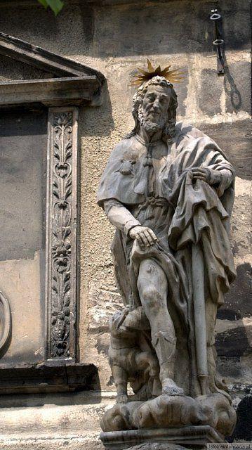 Figura przed Sanktuarium w Bolesławcu