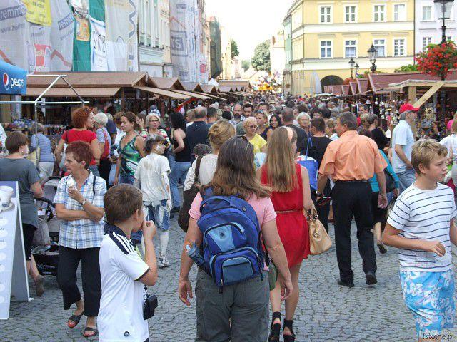 Święto Ceramiki 2012 - ludzie w Rynku z-index: 0