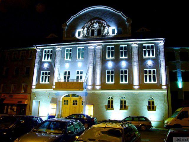 Iluminacja budynku Kina Orzeł.