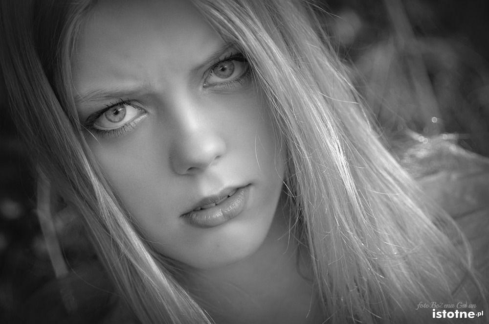 portret z-index: 0
