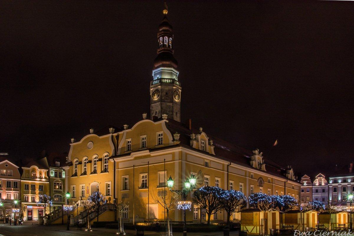 Rynek w Bolesławcu o zmroku z-index: 0