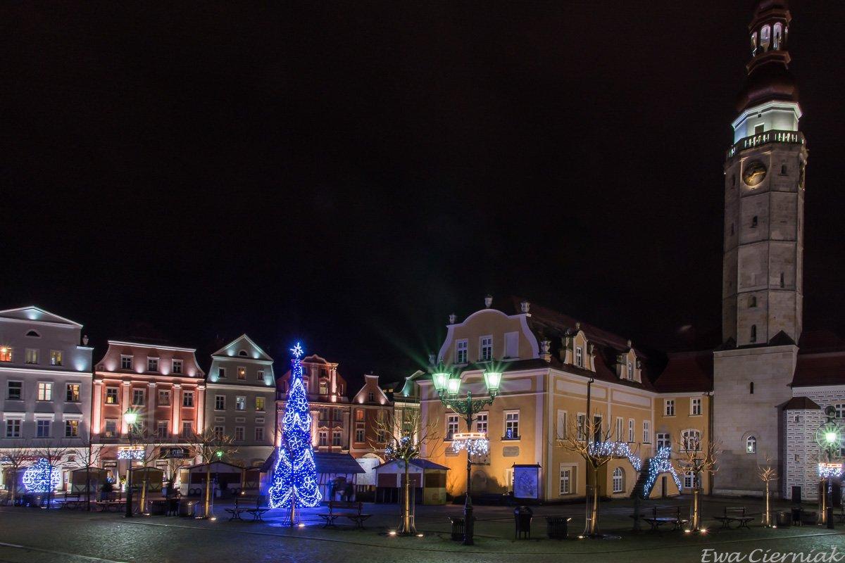 Rynek w Bolesławcu po zmroku