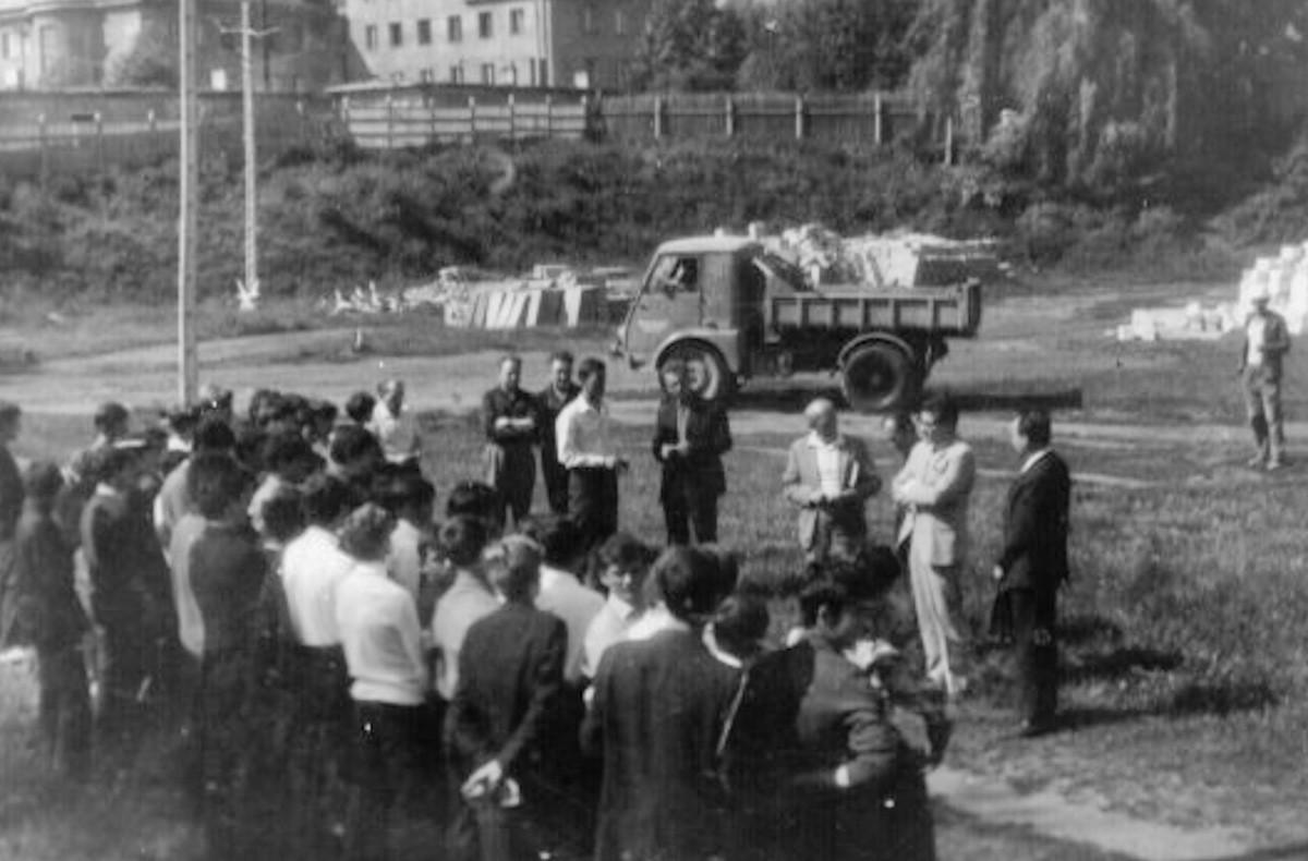 Pożegnanie absolwentów na Osiedlu Południe. (24.06.1971r)