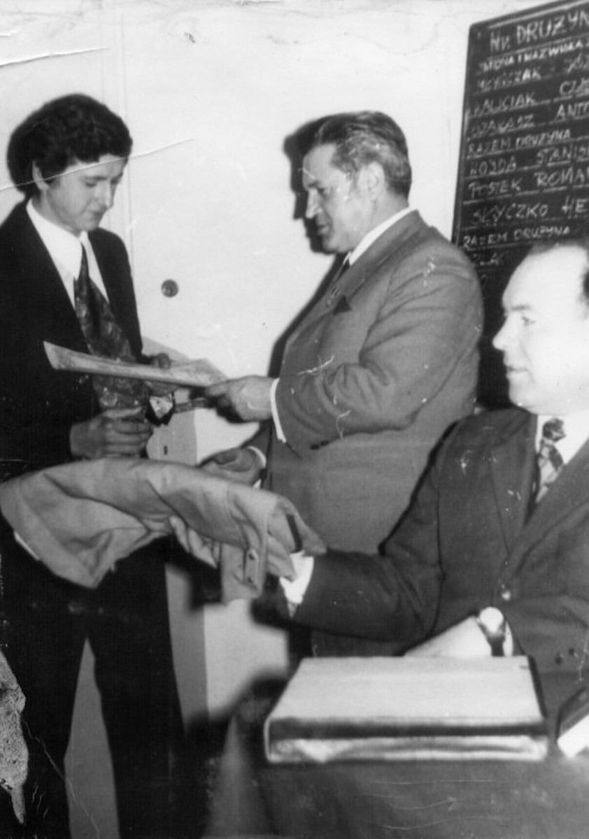 Wręczanie nagród w czasie Rejonowej Olimpiady Wiedzy o Polscie i Świecie Współczesnym. (12.02.1973r)