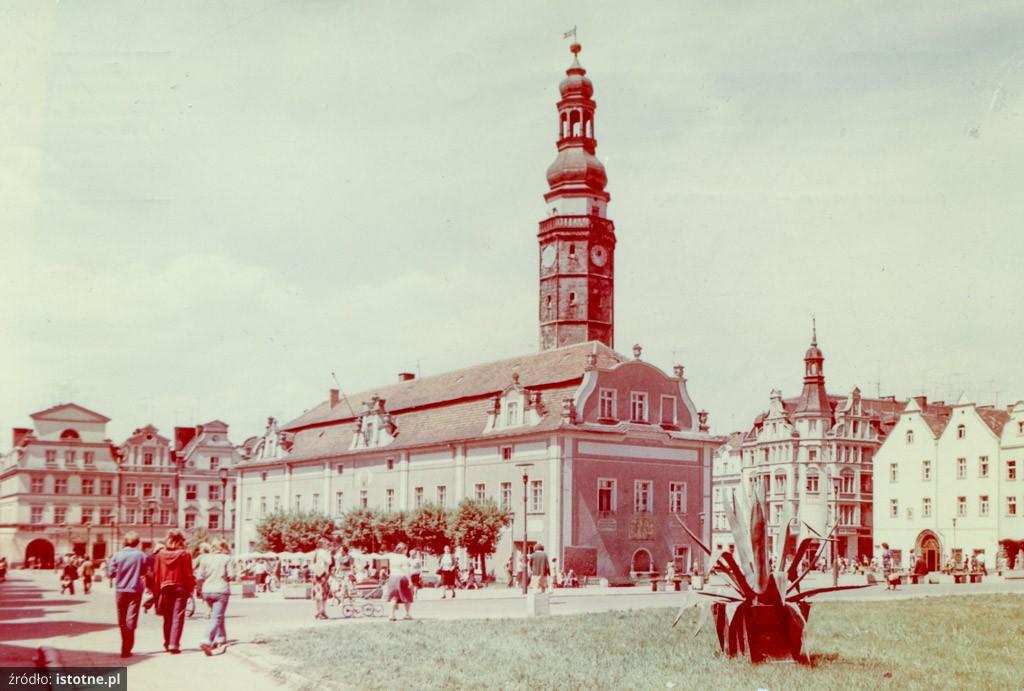 Rynek - Ratusz pierwotny z 2 poł. XIV w. / 1986 rok
