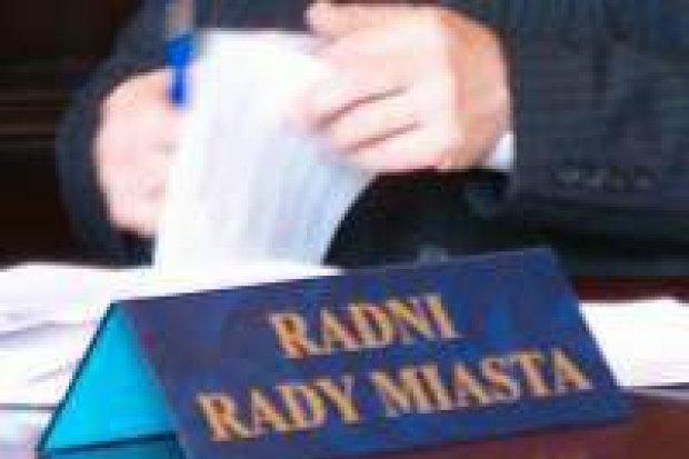 Kontrowersje wywołały pytania radnych na sesji w mieście