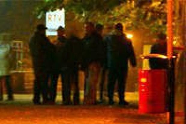 Jest kolejka przed lokalnym oddziałem PKO