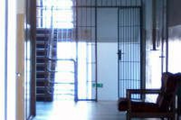 Osadzony zaatakował w areszcie śledczym psycholożkę