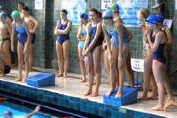 Gimnazjaliści walczyli w zawodach pływackich
