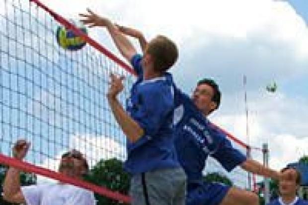 Samorządowcy grali w siatkówkę plażową