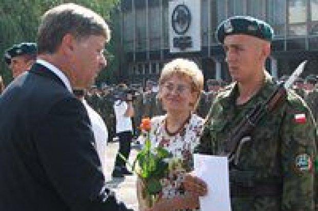 Pod koniec lata żołnierze złożyli przysięgę