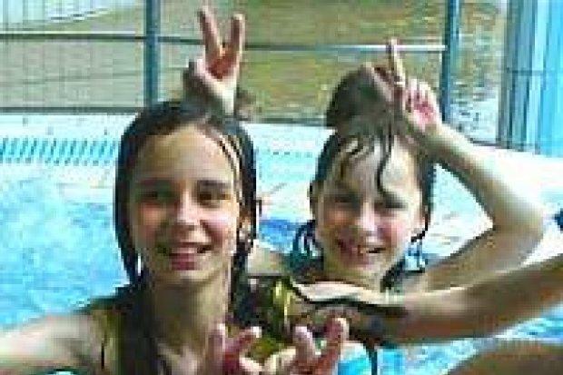 FMS zorganizowała wyjazd dzieci na basen