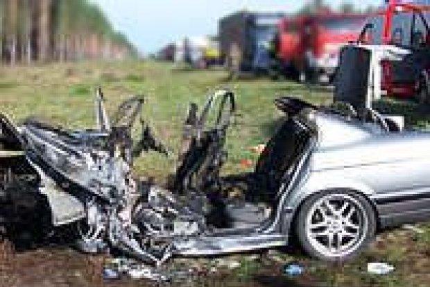 Jedna osoba zginęła na autostradzie, sześć zostało rannych