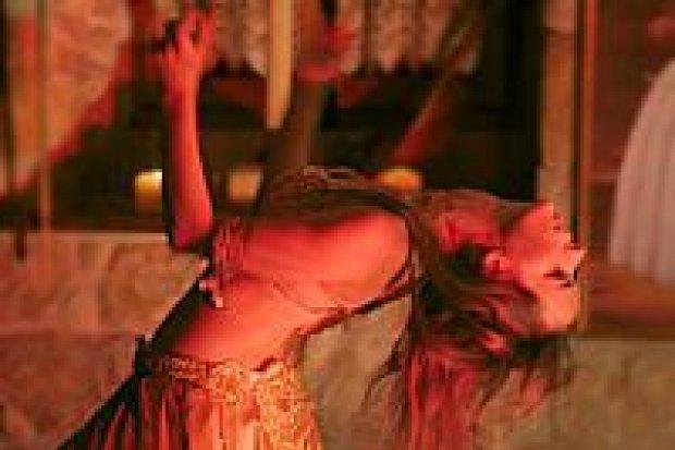 Tańce orientalne prezentowano w Piwnicy Paryskiej