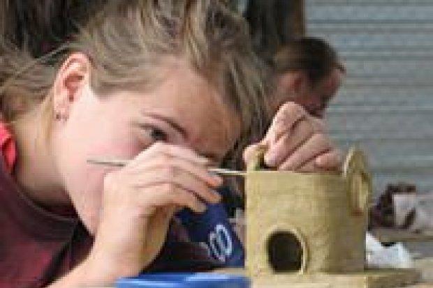 Młodzież z Czech i Polski brała udział w plenerze ceramicznym