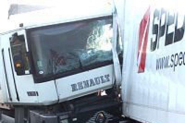 Dwie ciężarówki zderzyły się na obwodnicy