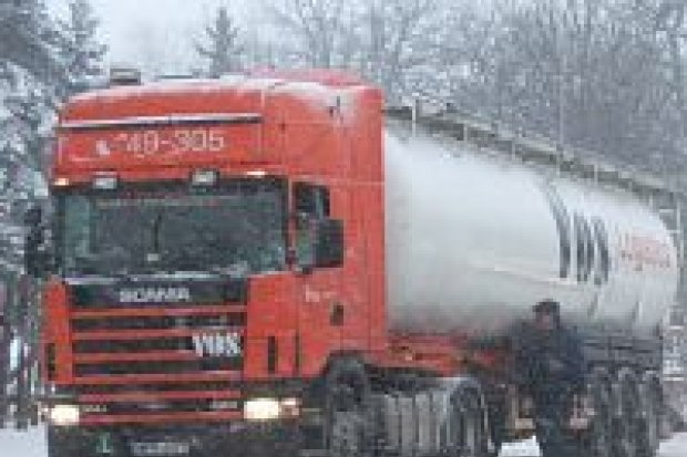 Samochody ciężarowe zablokowały ruch w mieście