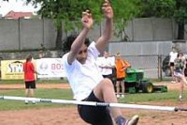 Podstawówki rywalizowały w lekkiej atletyce