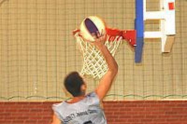 Pokazowy mecz koszykówki rozegrano w Gromadce