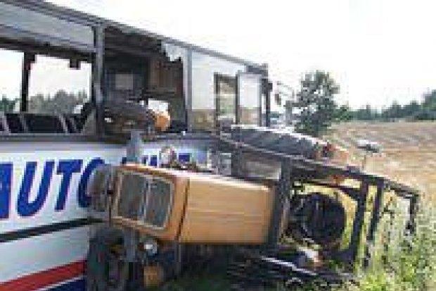 Do groźnie wyglądającego wypadku doszło na wyjeździe z miasta