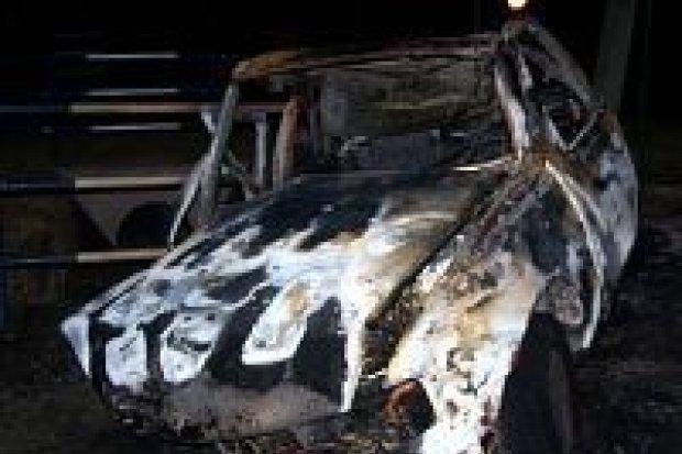 Dwie osoby spłonęły w samochodzie
