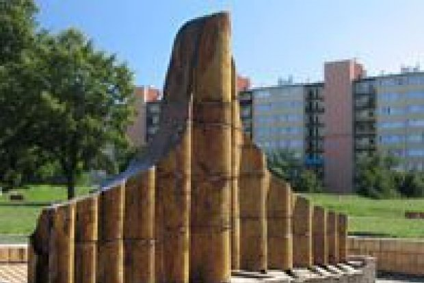 Zepsuta fontanna straszy przy placu ks. Popiełuszki