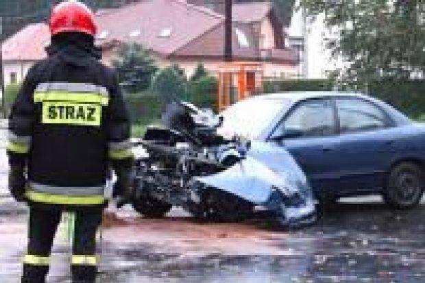 Dwa samochody zderzyły się na krzyżówce ulic Leśna-Willowa