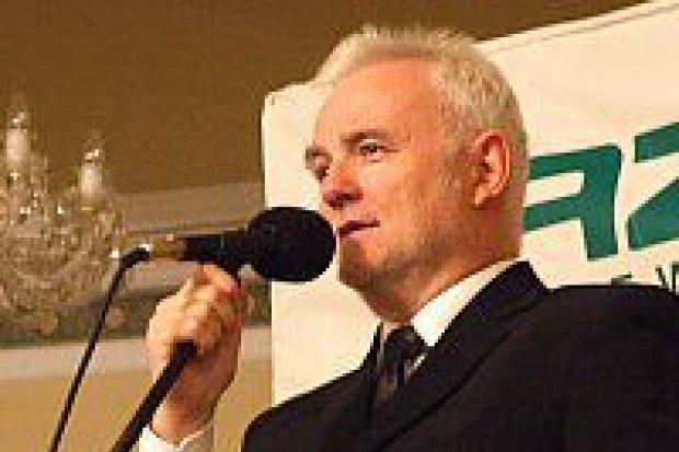 Krzysztof Piasecki bawił publiczność w Hotelu Shanghai
