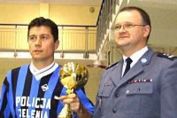 Jeleniogórska policja wygrała turniej halowej piłki nożnej