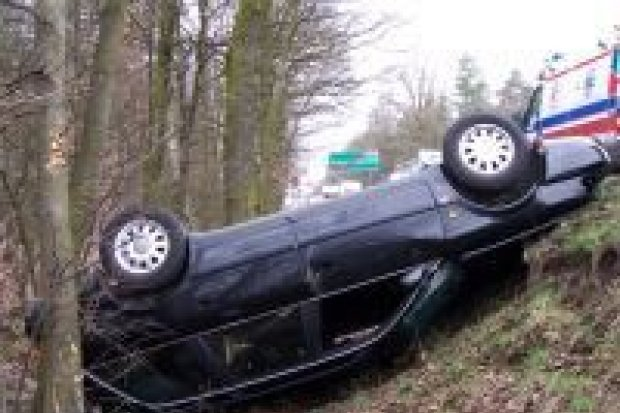Dwie osoby trafiły do szpitala po zderzeniu trzech aut