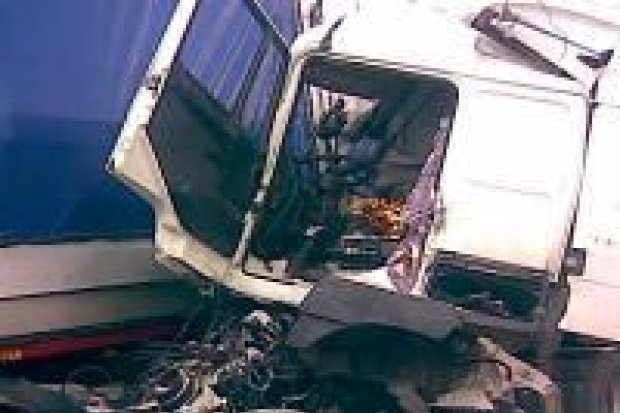 Dwie ciężarówki zderzyły się na autostradzie A-18