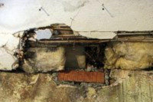 Część sufitu zawaliła się w mieszkaniu bolesławianki