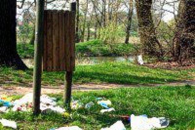 Bolesławianie śmiecą nad Bobrem