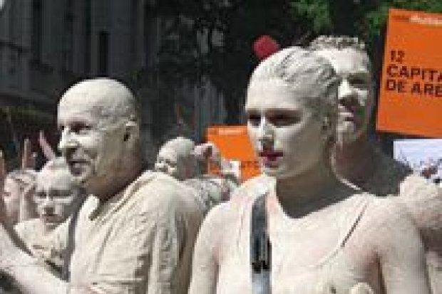 Kilkaset tysięcy ludzi obejrzało Glinoludów w Berlinie