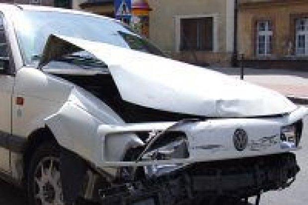 Starsza kobieta ranna w wyniku kolizji trzech samochodów