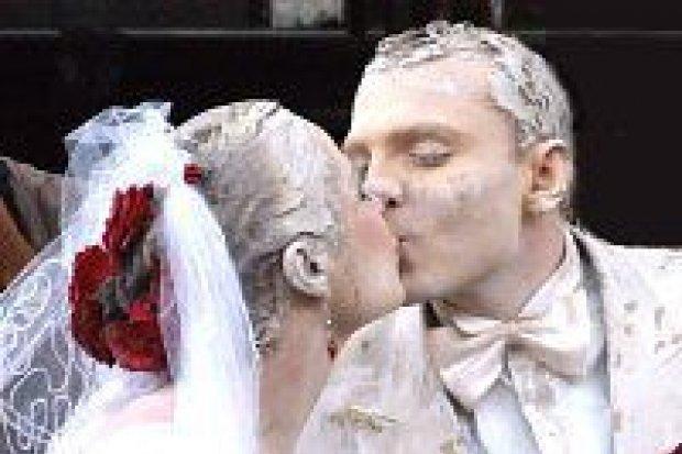 Para Glinoludów wzięła prawdziwy ślub