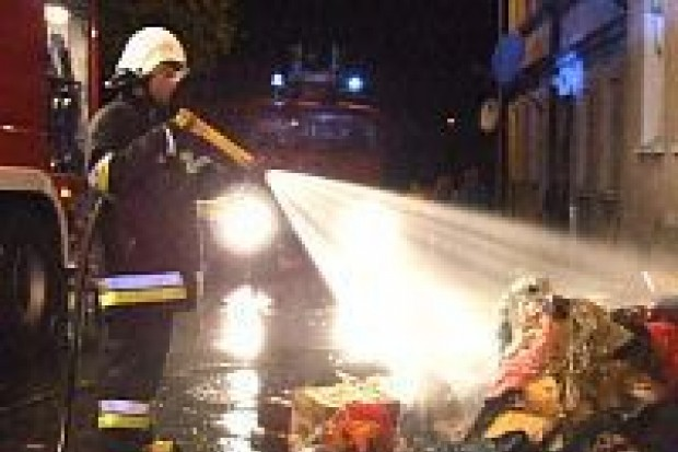 Spłonęła część kamienicy przy ulicy Warszawskiej