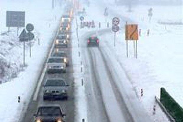 Śnieg utrudnia jazdę, będzie gorzej