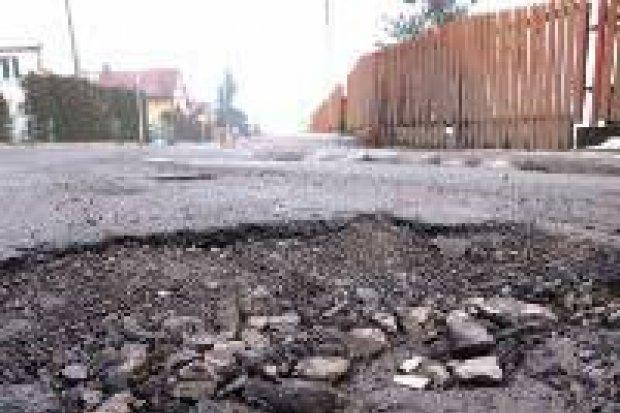 Ulica Ceramiczna – trzeba uważać na dziury