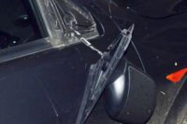 18-latek odpowie za uszkodzenie samochodu i wybicie szyby