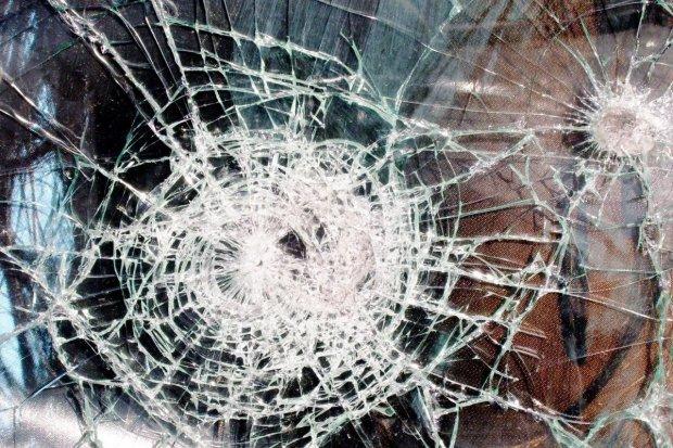 Dwoje 12-latków rzucało w auta kamieniami