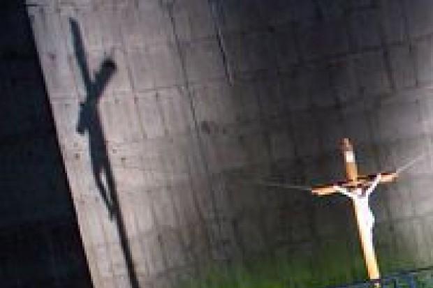 Temat przed Wielkanocą: Szkoła to nie miejsce kultu
