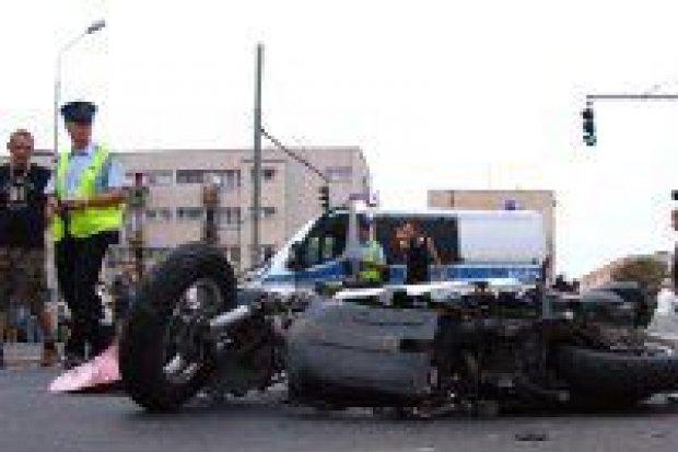 Dwie osoby ranne w kolizji na Żwirki i Wigury