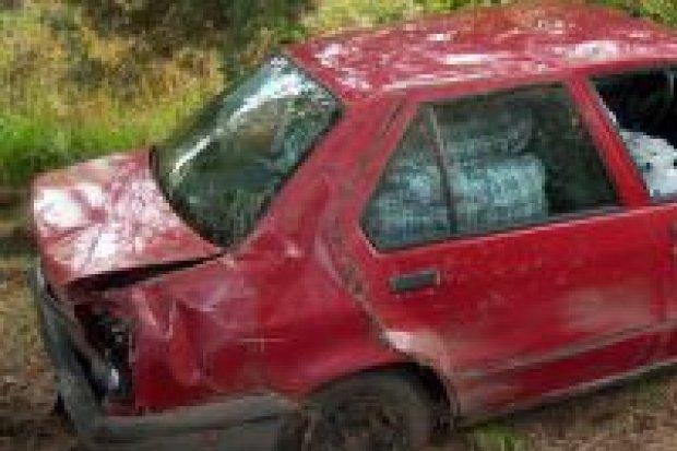 Dwa auta wpadły do rowu w pobliżu Gromadki
