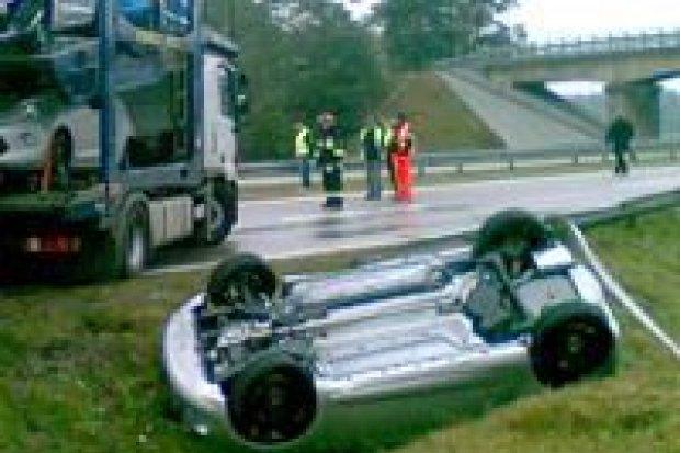 Wypadek na A4: ciężarówka z bydłem wjechała w pięć aut