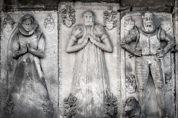 Trzynaście bolesławieckich cmentarzy