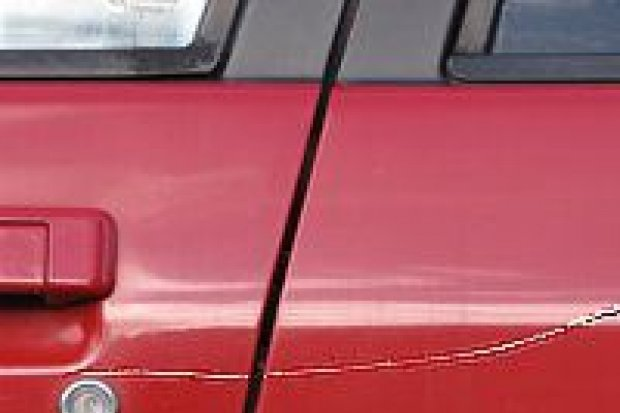65-latka… porysowała kluczem zaparkowane auto